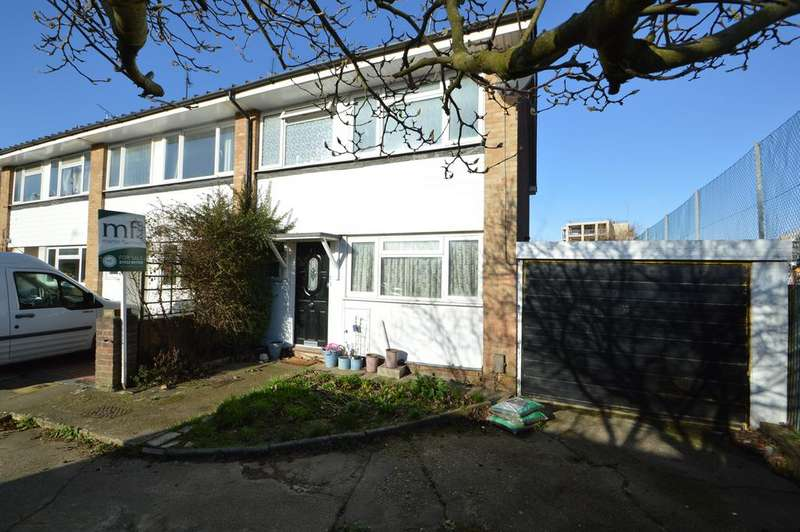 3 Bedrooms End Of Terrace House for sale in Burn Close, Addlestone KT15
