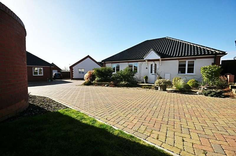 2 Bedrooms Detached Bungalow for sale in Glebe Drive, Roydon