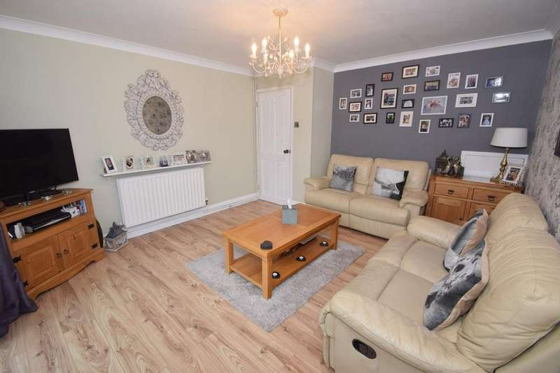 3 Bedrooms Terraced House for sale in King George Road, Chatham, ME5