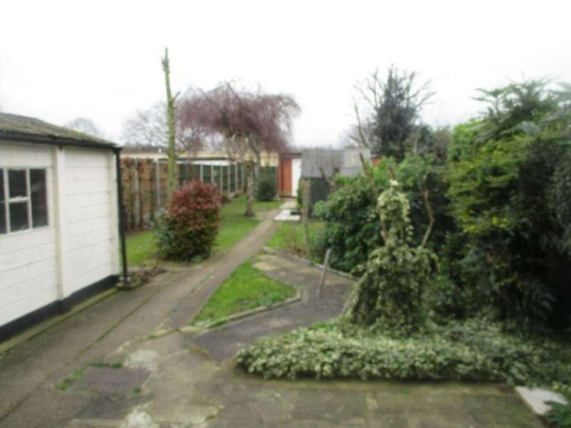 3 Bedrooms Semi Detached House for rent in Princes Park Lane , Hayes UB3