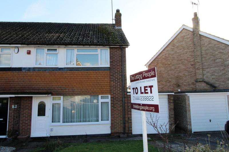 3 Bedrooms Semi Detached House for rent in Orchard Road Burgess Hill RH15 9PH