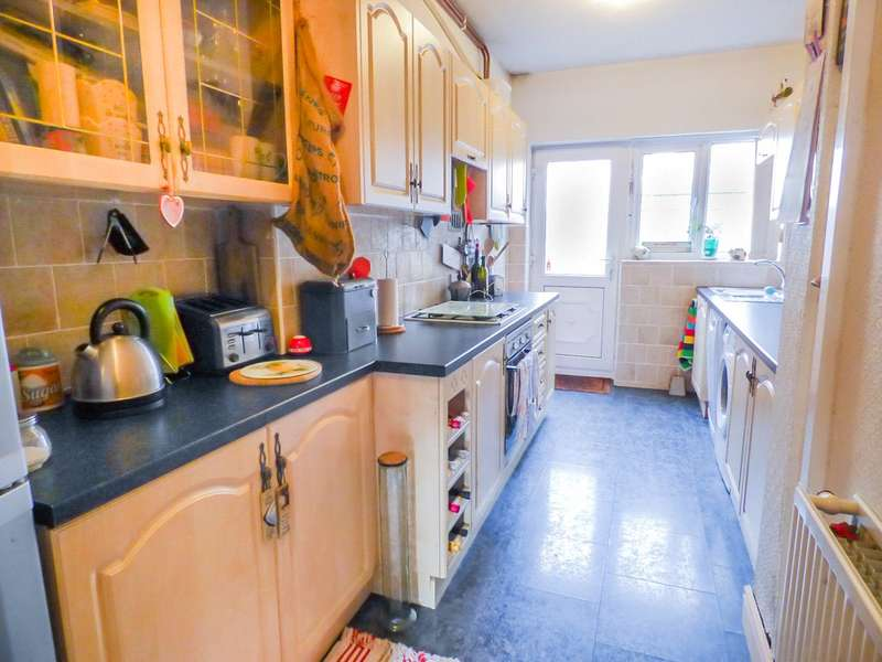 3 Bedrooms Terraced House for sale in Foxdale Avenue, Layton, Blackpool