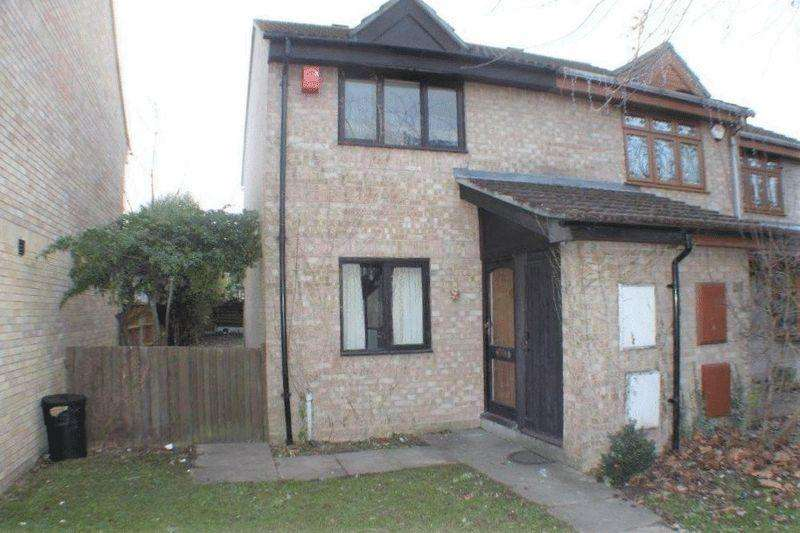 2 Bedrooms Semi Detached House for rent in Leathart Close, Hornchurch