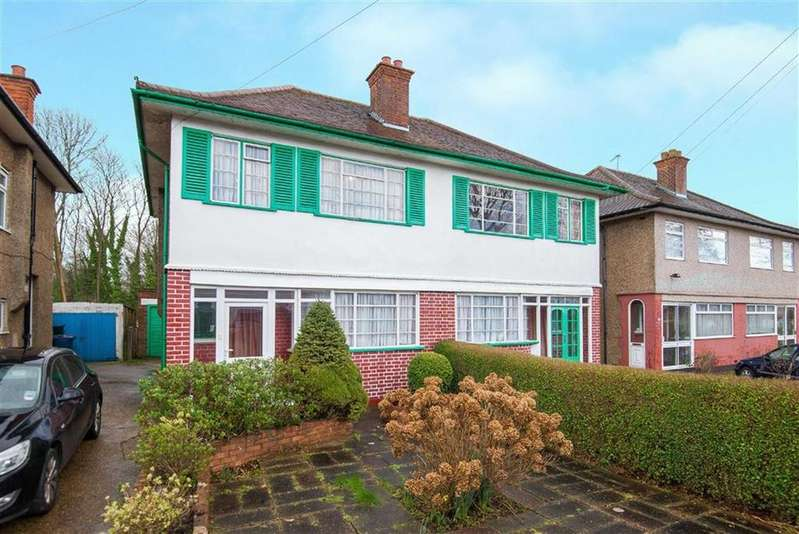 3 Bedrooms Semi Detached House for sale in Newlyn Gardens, Rayners Lane, Middlesex