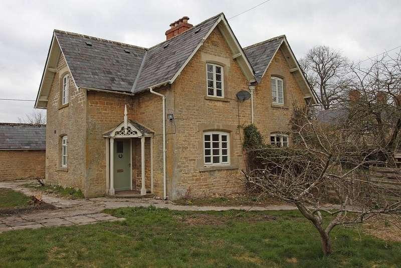 3 Bedrooms Semi Detached House for rent in Gate Farm Cottages, Park Road, Kiddington, Oxfordshire, OX20