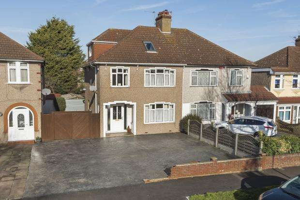 4 Bedrooms Semi Detached House for sale in Hythe Avenue, Bexleyheath, DA7