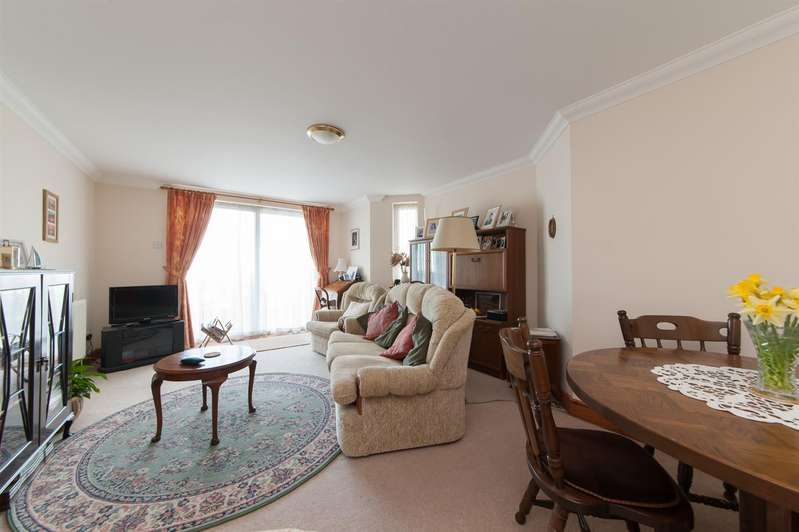 2 Bedrooms Apartment Flat for sale in Sea Road, Westgate-On-Sea