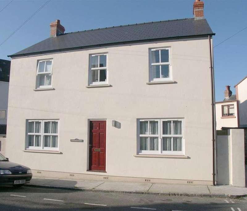 2 Bedrooms Flat for sale in Kilmore, Harding Street, Tenby, Pembrokeshire