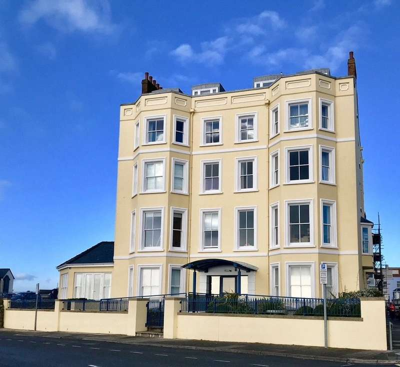 1 Bedroom Flat for sale in South Beach Court, Esplanade, Tenby