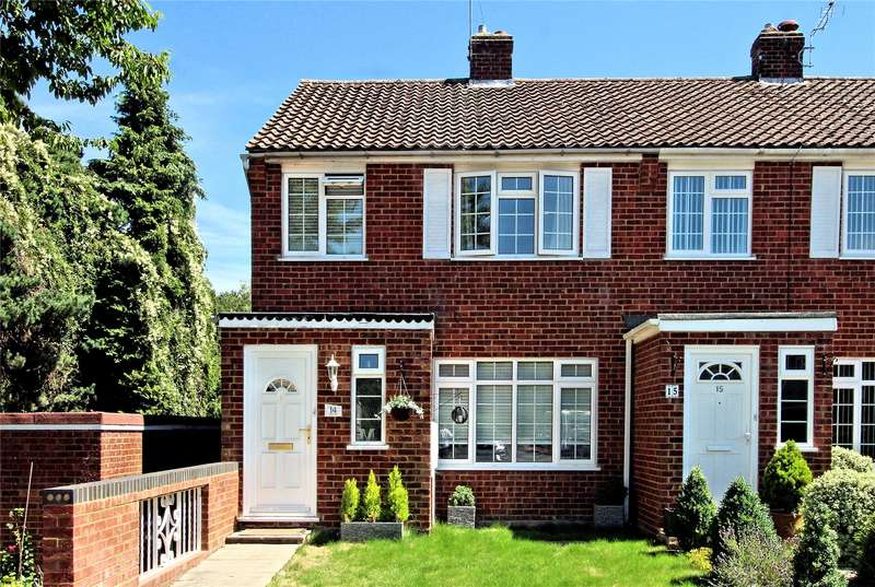 3 Bedrooms End Of Terrace House for sale in Triggs Close, Woking, Surrey, GU22