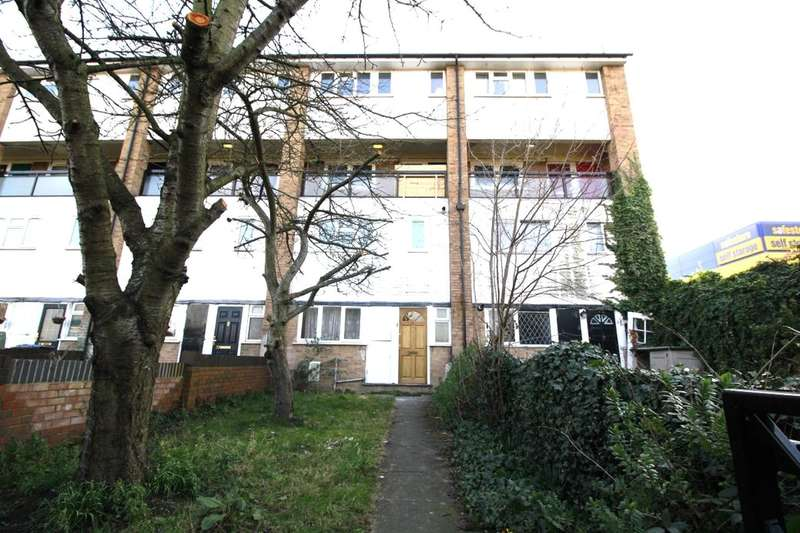 3 Bedrooms Property for rent in Cornish Grove, London, SE20