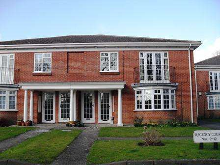 2 Bedrooms Flat for rent in Tarring Worthing