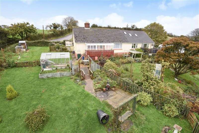 4 Bedrooms Detached House for sale in Venn Road, Barnstaple, Devon, EX32