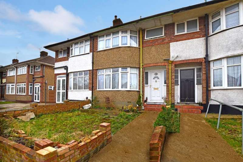 3 Bedrooms Terraced House for sale in Somerset Avenue, Round Green, Luton, LU2 0PJ