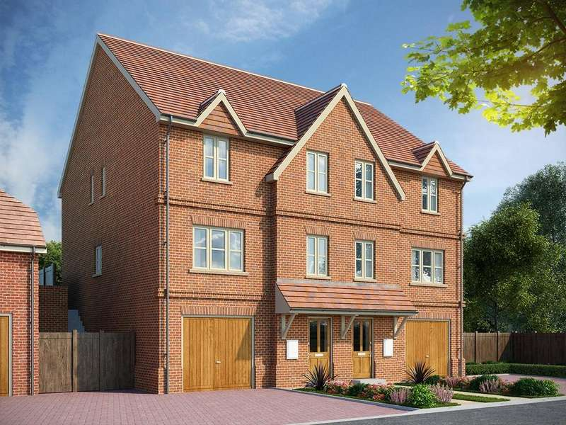 3 Bedrooms Semi Detached House for sale in Fleet Road, Hartley Wintney, Hook, Hampshire