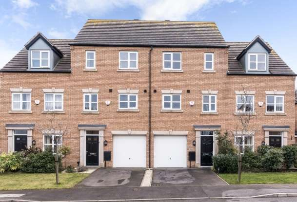 3 Bedrooms Town House for sale in Shire Oak Close, Walsall, West Midlands, WS9 9PG