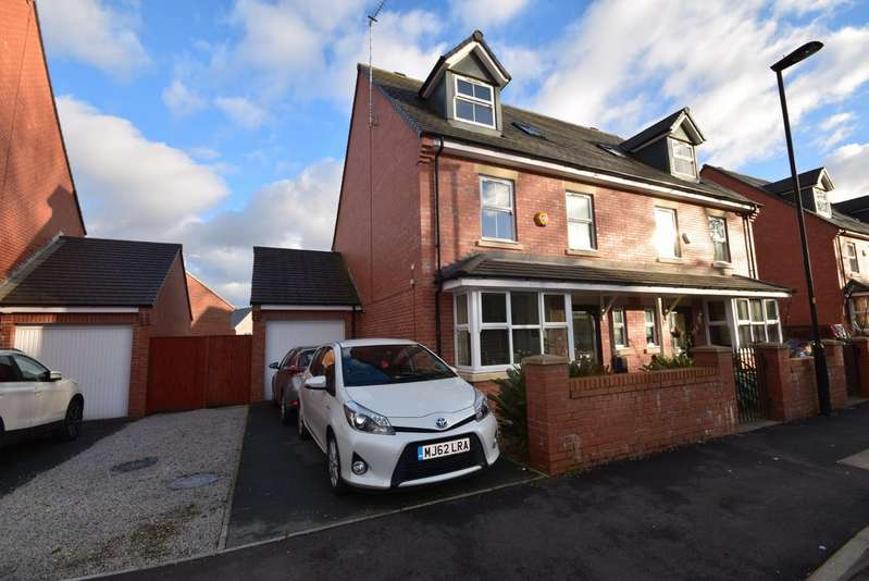 4 Bedrooms Semi Detached House for sale in Bridgefold Road, Rochdale OL11