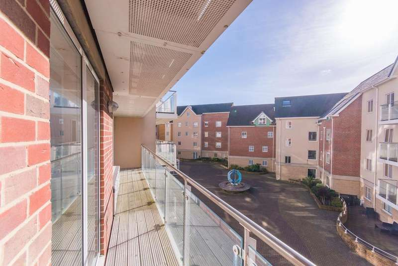 2 Bedrooms Apartment Flat for sale in Honeycombe Beach , Bournemouth BH5