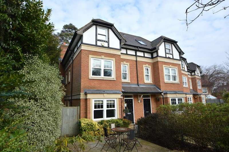 3 Bedrooms Semi Detached House for sale in Oatlands Avenue, Weybridge KT13