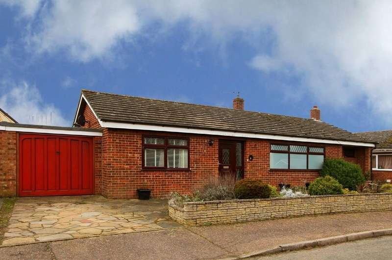 3 Bedrooms Detached Bungalow for sale in Cedar Close, Mattishall