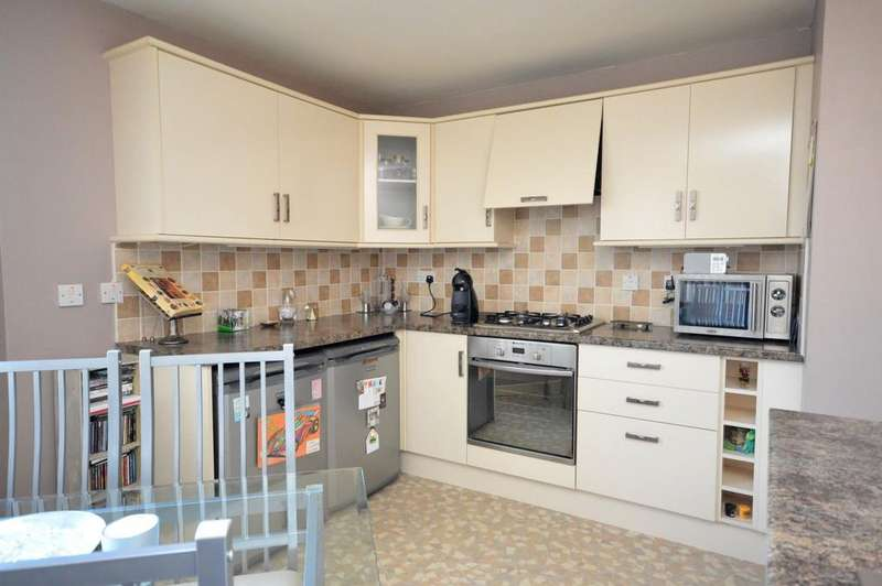 1 Bedroom Flat for sale in Bon Accord Square, Clydebank G81 1YW