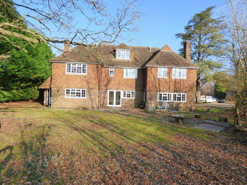 5 Bedrooms Detached House for sale in Slaugham Place, Slaugham