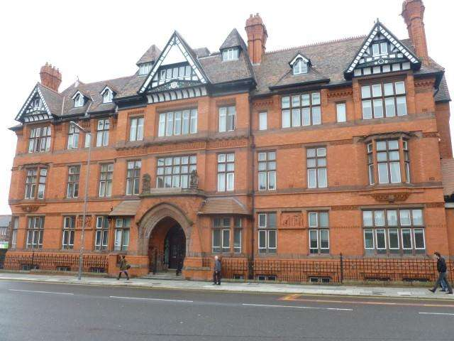 2 Bedrooms Apartment Flat for sale in The Symphony Building 2 Stowell Str, Liverpool, L7