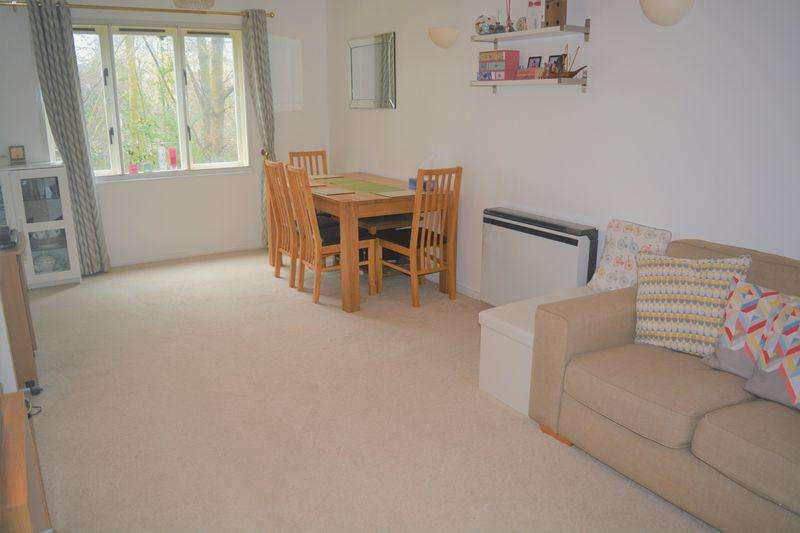 2 Bedrooms Flat for sale in Pavilion Way, Edgware
