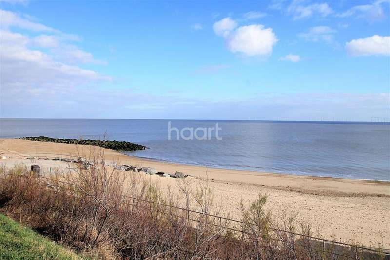 2 Bedrooms Flat for rent in Clacton-on-sea