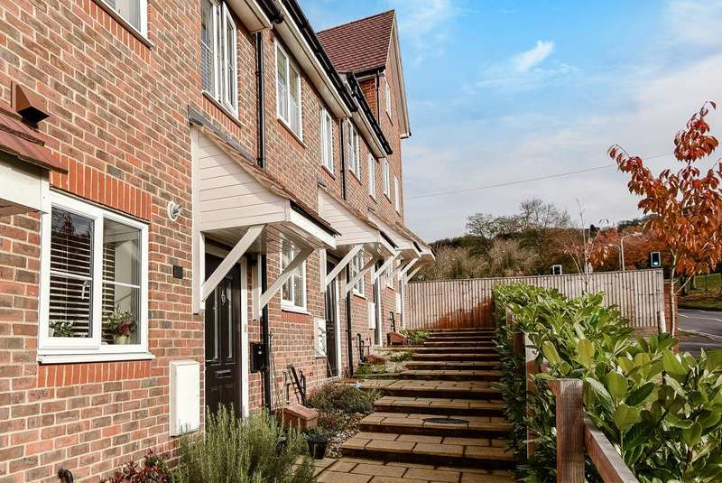 3 Bedrooms House for sale in Hamilton View, High Wycombe, HP13