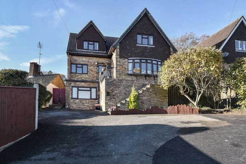 4 Bedrooms House for sale in Sands, High Wycombe, Buckinghamshire, HP12