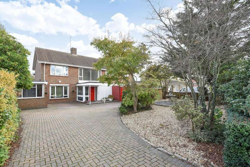 4 Bedrooms Detached House for sale in Spenser Road, Aylesbury, HP21