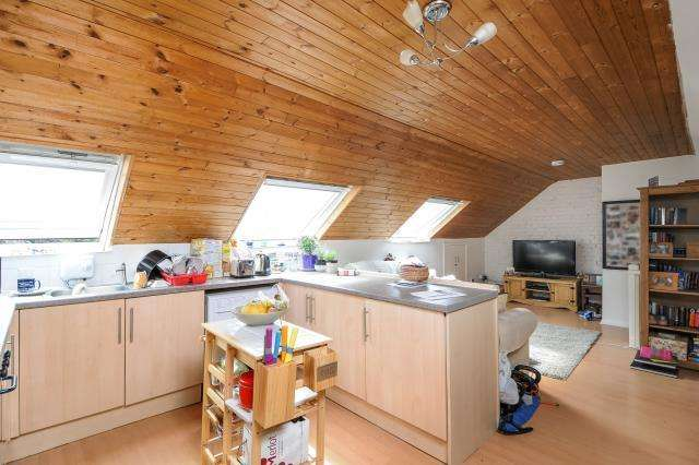 1 Bedroom Flat for sale in Southmoor, Oxfordshire OX13, OX13