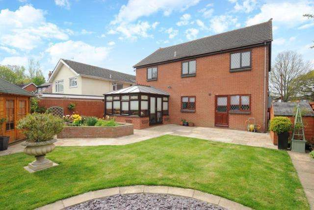 4 Bedrooms Detached House for sale in Hampton Dene,, Hereford, HR1