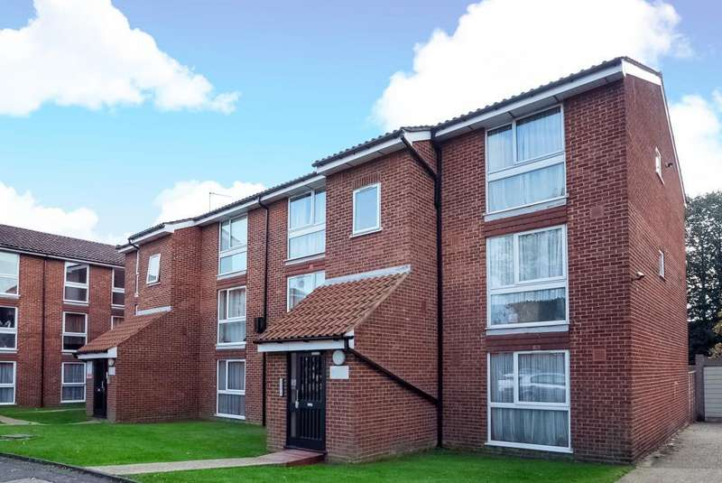 1 Bedroom Flat for sale in Larch Close, London, N11, N11