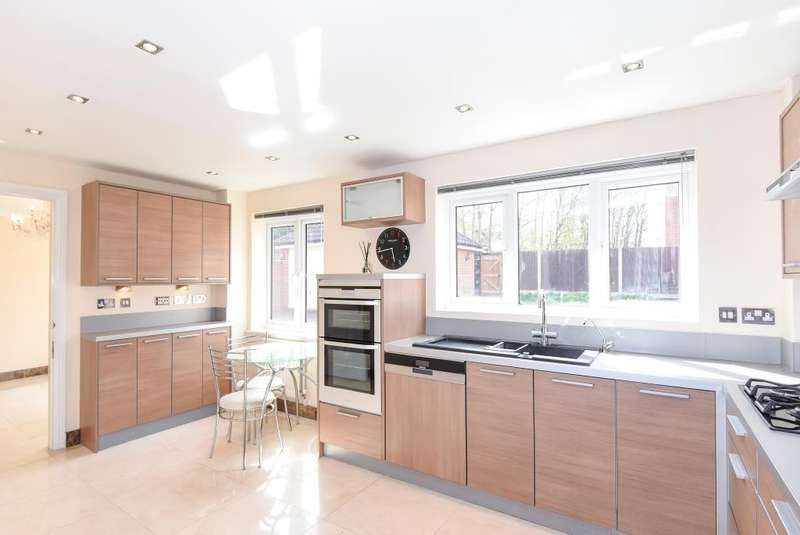 5 Bedrooms Detached House for sale in Bushey, Hertfordshire, WD23
