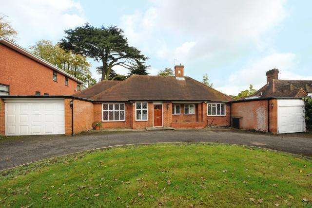 3 Bedrooms Detached Bungalow for sale in Stanmore, Middlesex, HA7