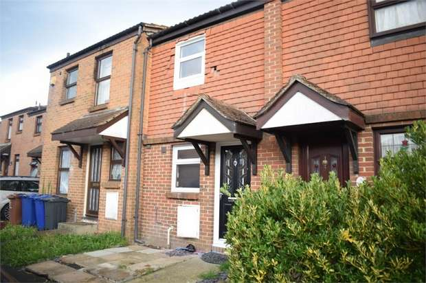 2 Bedrooms Terraced House for sale in Water Lane, Purfleet, Essex