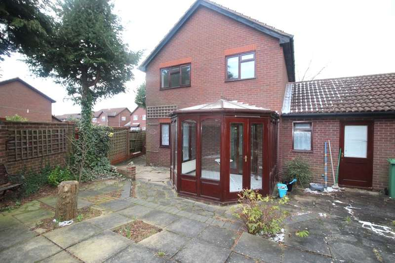 4 Bedrooms Detached House for rent in Balmoral Way, Sutton, SM2