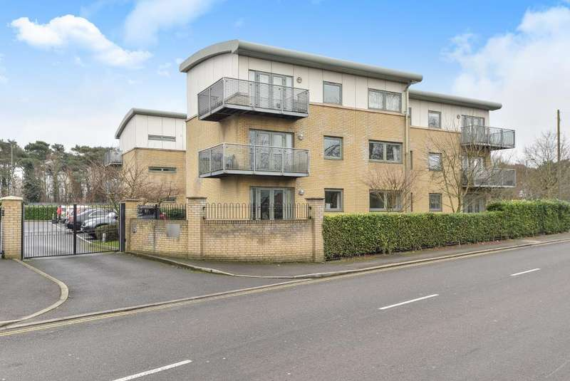 2 Bedrooms Flat for sale in Ashford, Middlesex, TW15