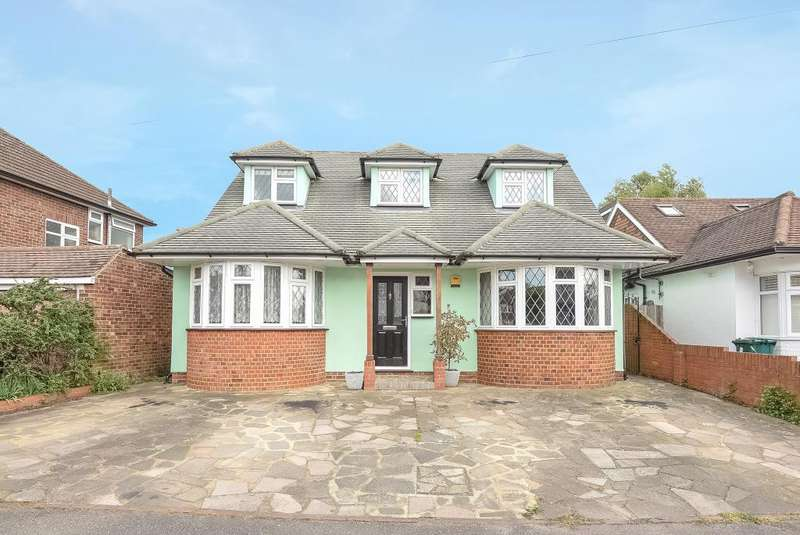 4 Bedrooms Detached House for sale in Gaston Way, Shepperton, TW17