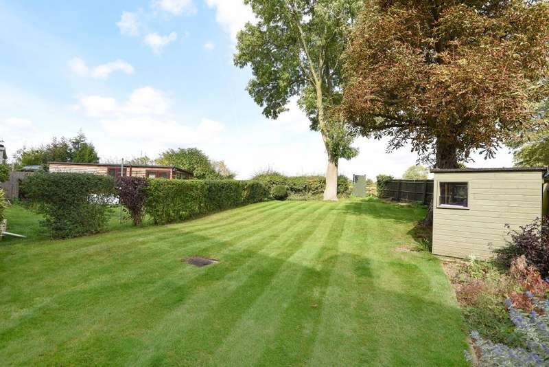 2 Bedrooms Flat for sale in Orchard Way, Middle Barton, OX7