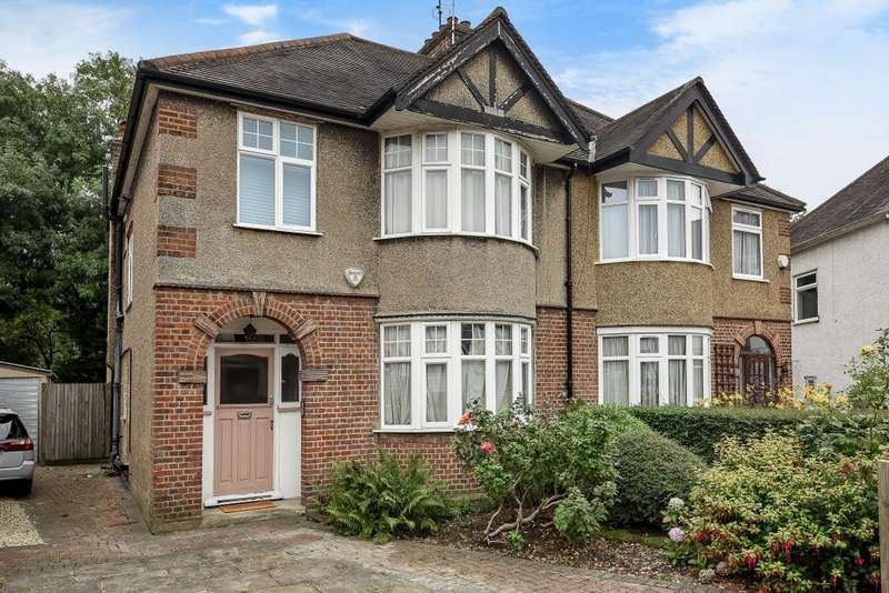 3 Bedrooms House for sale in Fairfield Crescent, Edgware, HA8