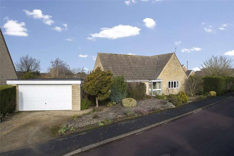 2 Bedrooms Detached Bungalow for sale in Arbour Close, Mickleton, Gloucestershire, GL55