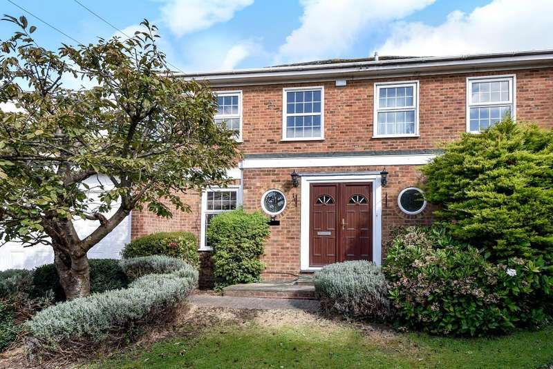 5 Bedrooms Detached House for sale in Cheviot Close, Maidenhead, SL6