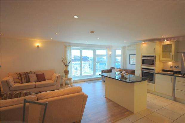 3 Bedrooms Penthouse Flat for sale in Bournemouth, Dorset, BH5