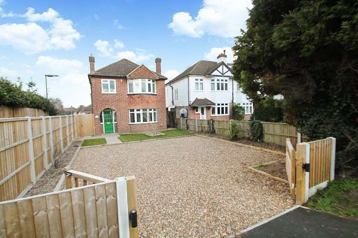 3 Bedrooms Detached House for sale in Staines Road, Staines-Upon-Thames, TW18