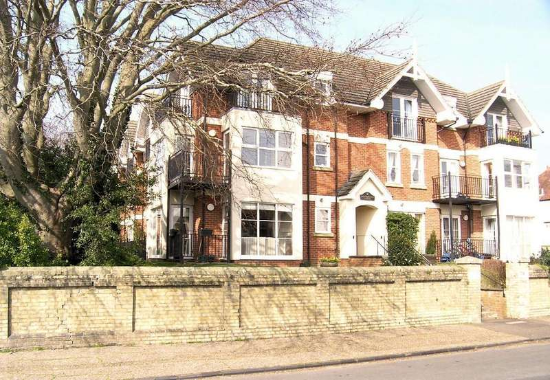 2 Bedrooms Flat for rent in Carisbrooke Lodge, Goring Road, Steyning, West Sussex, BN44 3HB