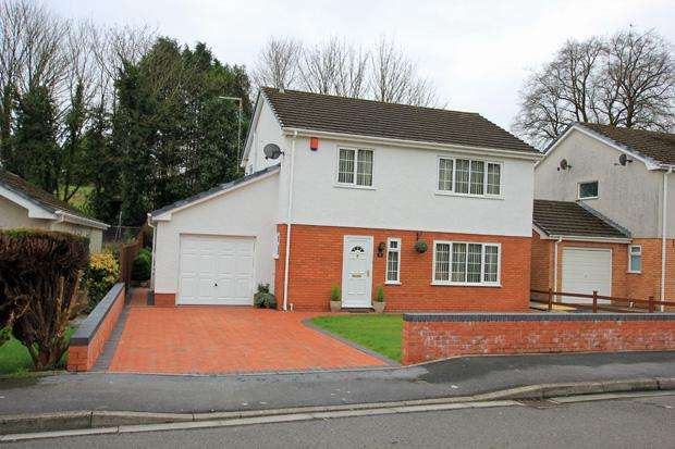 4 Bedrooms Detached House for sale in Glantawelan, Johnstown, Carmarthen, Carmarthenshire