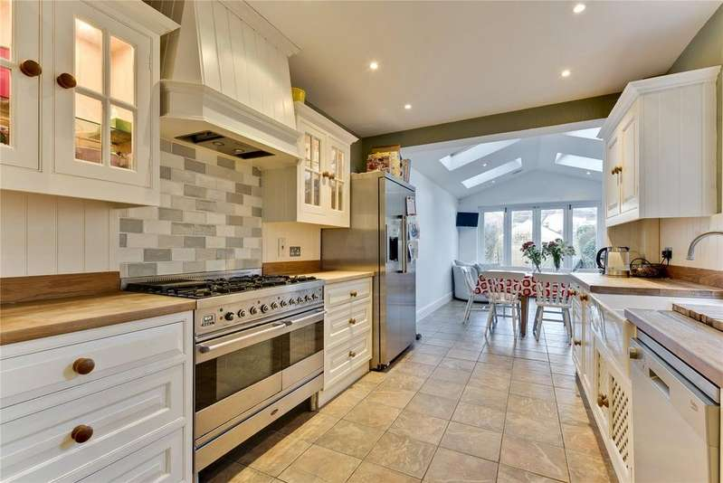 5 Bedrooms Terraced House for sale in Pemberton Road, East Molesey, KT8